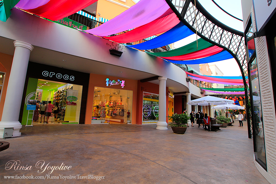 Victoria Gardens The first community mall on Phetkasem Road READMEME